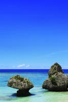沖縄本島 ニライビーチの海 11076018910| 写真素材・ストックフォト・画像・イラスト素材|アマナイメージズ