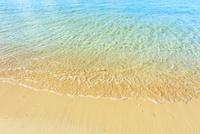 沖縄本島 ウッパマビーチと海 11076019061| 写真素材・ストックフォト・画像・イラスト素材|アマナイメージズ