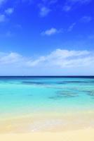 沖縄宮古島 砂山ビーチと海 11076019106| 写真素材・ストックフォト・画像・イラスト素材|アマナイメージズ
