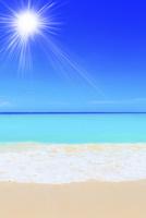 沖縄宮古島 与那覇前浜の海に太陽