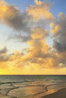 沖縄宮古島 与那覇前浜と夕焼けの海 11076019217| 写真素材・ストックフォト・画像・イラスト素材|アマナイメージズ