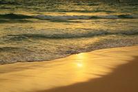 沖縄宮古島 与那覇前浜と夕焼けの海 11076019225| 写真素材・ストックフォト・画像・イラスト素材|アマナイメージズ