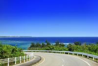 沖縄宮古島 来間島の道路と海