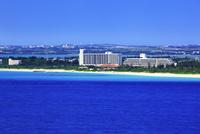沖縄宮古島 来間島・竜宮展望台から望む与那覇前浜の海