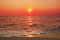 沖縄宮古島 来間島・長間浜から望む夕日と海