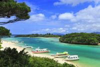 沖縄石垣島 川平湾と海 11076019498| 写真素材・ストックフォト・画像・イラスト素材|アマナイメージズ