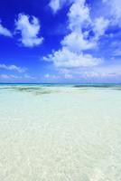 沖縄竹富島 コンドイビーチの海 11076019539| 写真素材・ストックフォト・画像・イラスト素材|アマナイメージズ