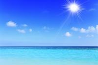 沖縄波照間島 ニシ浜と海に太陽