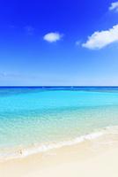 沖縄波照間島 ニシ浜と海 11076019603| 写真素材・ストックフォト・画像・イラスト素材|アマナイメージズ