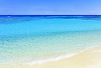 沖縄波照間島 ニシ浜と海 11076019604| 写真素材・ストックフォト・画像・イラスト素材|アマナイメージズ