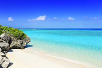沖縄波照間島 ニシ浜と海 11076019615| 写真素材・ストックフォト・画像・イラスト素材|アマナイメージズ