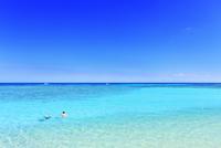 沖縄波照間島 ニシ浜と海 11076019619| 写真素材・ストックフォト・画像・イラスト素材|アマナイメージズ