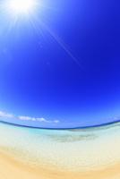 沖縄波照間島 ニシ浜と海に太陽 11076019666| 写真素材・ストックフォト・画像・イラスト素材|アマナイメージズ