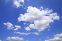 青空と雲 11076019902  写真素材・ストックフォト・画像・イラスト素材 アマナイメージズ