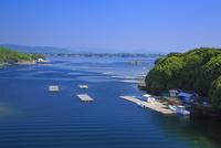 英虞湾の入江とカキ筏