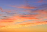夕焼けの赤い雲 11076020308| 写真素材・ストックフォト・画像・イラスト素材|アマナイメージズ