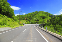 三国峠の道路
