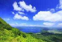 有珠山・洞爺湖展望台から望む洞爺湖