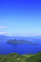 ポロモイ山から望む洞爺湖と中島