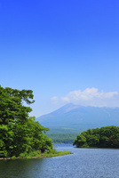 駒ヶ岳と大沼公園 11076020990| 写真素材・ストックフォト・画像・イラスト素材|アマナイメージズ