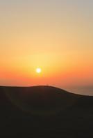 鳥取砂丘と日本海に夕日