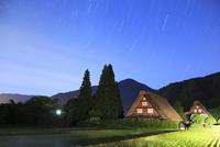 初夏の白川郷と夜空