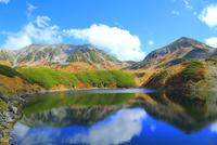 立山黒部 みくりが池と紅葉の立山連峰