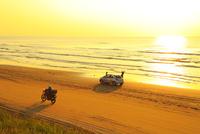 能登半島 千里浜なぎさドライブウェイと夕日