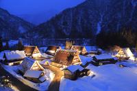 雪の五箇山 菅沼合掌造り集落ライトアップ