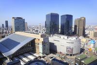 阪急グランドビルから望むグランフロント大阪と大阪市街