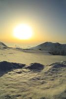 立山黒部 室堂平より雪の大日連山と夕日