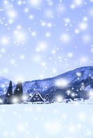 冬の白川郷・降雪 11076024175| 写真素材・ストックフォト・画像・イラスト素材|アマナイメージズ