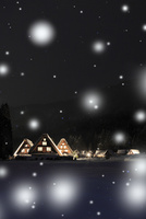 冬の白川郷・ライトアップ夜景と降雪 11076024337| 写真素材・ストックフォト・画像・イラスト素材|アマナイメージズ