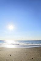 太陽と海 11076024386  写真素材・ストックフォト・画像・イラスト素材 アマナイメージズ