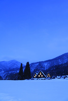 冬の白川郷・夜景 11076024472| 写真素材・ストックフォト・画像・イラスト素材|アマナイメージズ