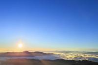 乗鞍エコーラインより朝日と雲海に光芒