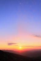 八幡平アスピーテラインからの夕日 11076024635| 写真素材・ストックフォト・画像・イラスト素材|アマナイメージズ