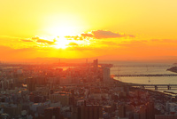 大阪市街・淀川と夕日 11076024915| 写真素材・ストックフォト・画像・イラスト素材|アマナイメージズ