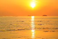 播磨灘の海と夕日 11076024993| 写真素材・ストックフォト・画像・イラスト素材|アマナイメージズ