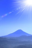 櫛形林道より富士山と光芒