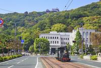 坊ちゃん列車と県庁に松山城
