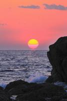 室戸岬のダルマ夕日 11076025725| 写真素材・ストックフォト・画像・イラスト素材|アマナイメージズ