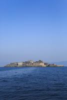 船上から望む軍艦島 11076026951| 写真素材・ストックフォト・画像・イラスト素材|アマナイメージズ