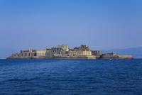 船上から望む軍艦島 11076026952| 写真素材・ストックフォト・画像・イラスト素材|アマナイメージズ