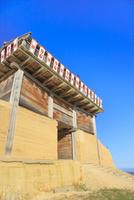 鬼ノ城西門 11076026963| 写真素材・ストックフォト・画像・イラスト素材|アマナイメージズ