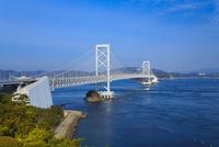 鳴門海峡と大鳴門橋 11076027145| 写真素材・ストックフォト・画像・イラスト素材|アマナイメージズ