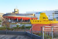 呉 てつのくじら館と潜水艇 11076027187| 写真素材・ストックフォト・画像・イラスト素材|アマナイメージズ
