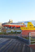 呉 てつのくじら館と潜水艇 11076027188| 写真素材・ストックフォト・画像・イラスト素材|アマナイメージズ