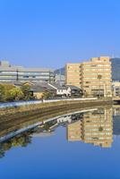 長崎 川面に映る出島