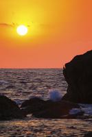 室戸岬の夕日と海